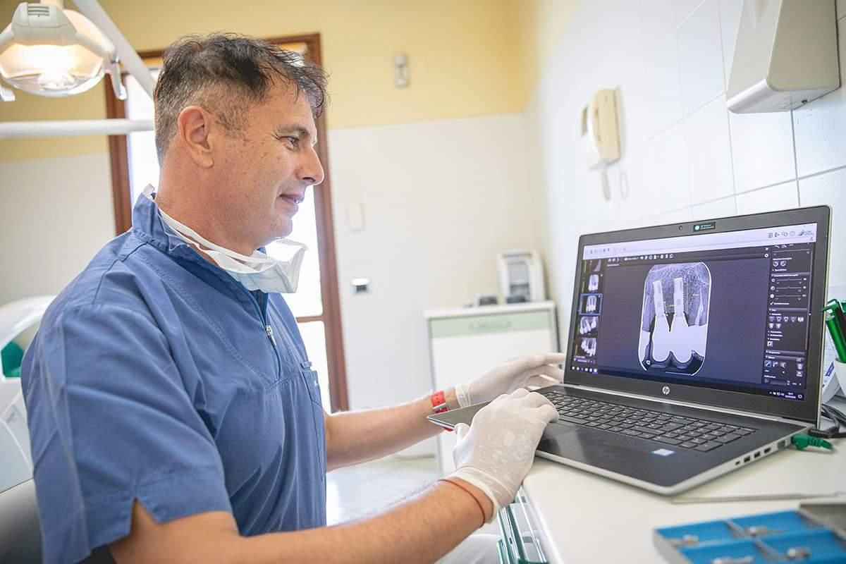 Studio Dentistico Camporesi a Forli